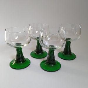 Vintage moezel wijnglazen met groene voet