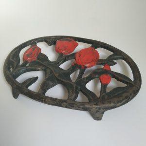 Onderzetter Pan van Gietijzer met Rode Tulpen