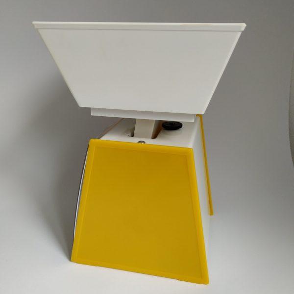 Keukenweegschaal Soehnle Retro – zijkant geel – hoogte 23 cm – breed 18,5 cm (4)