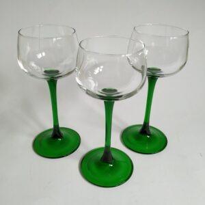 Vintage wijnglazen / moezelglazen Luminarc France met hoge groene voet