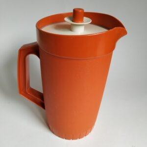 Vintage schenkkan of sapkan van Tupperware met een inhoud van 1 liter
